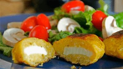 Plátanos machos rellenos de queso panela